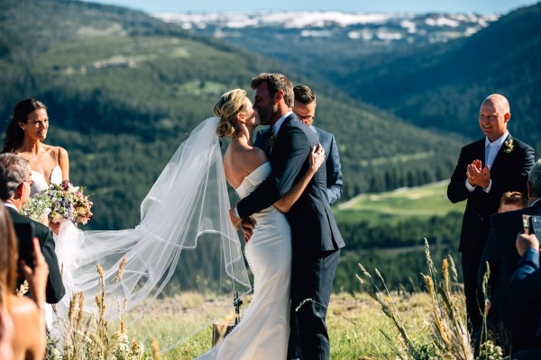 hbz-real-wedding-erin-jarret-04-1502914785.jpg